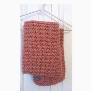 Roots chunky knit pink scarf